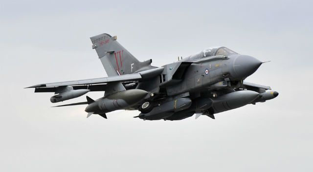 http://a398.idata.over-blog.com/4/22/09/08/UK-MoD/Royal-Air-Force/Tornado-GR4/Tornado-GR4-Storm-Shadow.jpg